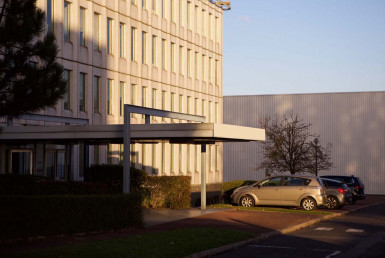 Bureaux vides pour décor de commissariat en ile de France.